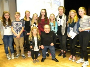 Warwick Davis Visits Dunottar School