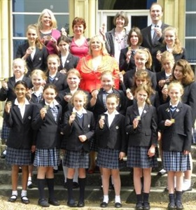 Mayor Awards Pupils with Commemorative Coins